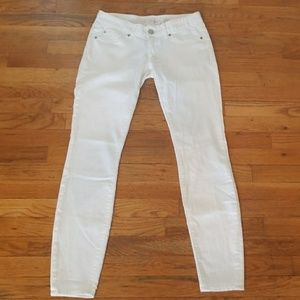 🌴SALE! Express White Low Rise SlimJean